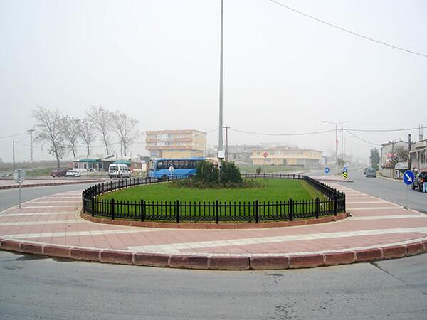 arnavutkoy-belediyesi-plastik-bahce-korkulugu